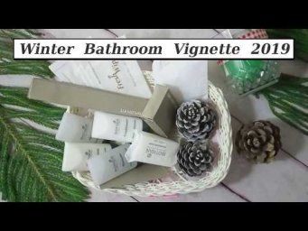 Winter Bathroom Vignette 2019 / Small Bathroom Functional Guest Friendly Winter Holiday Decor Idea