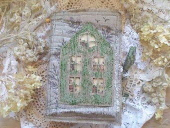 "Eco Botanical Junk Journal ""Green Mossy Manor"" / Seed shaker house"